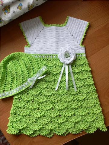 שמלה סרוגה